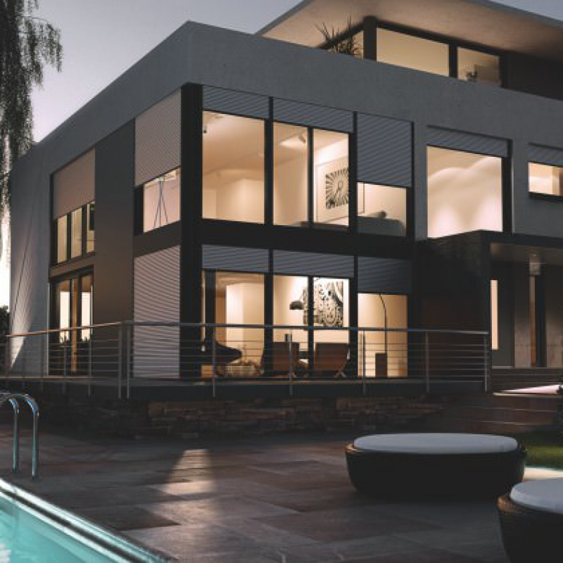 Huis met zwembad en rolluiken